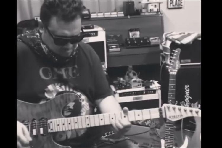 Gitaris kenamaan Indonesia, Baron.