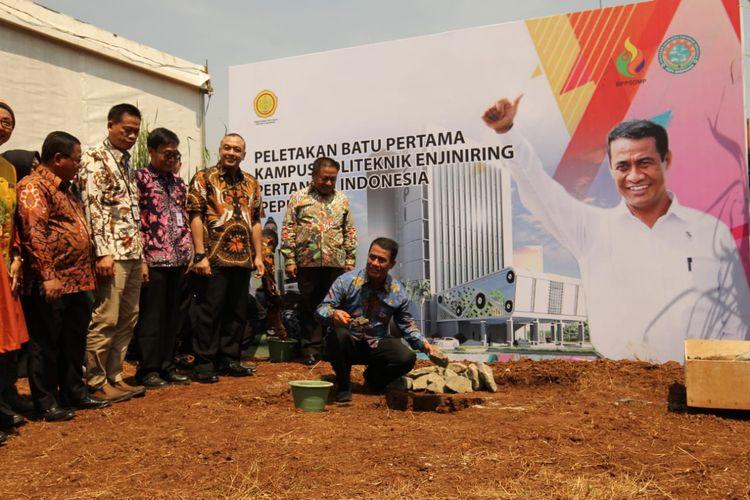 Mentan Amran melakukan peletakan batu pertama pembangunan PEPI di Tangerang, Jumat(4/10/2019).
