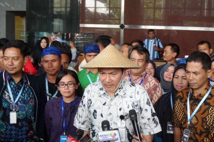 Wakil Ketua KPK Saut Situmorang saat bertemu perwakilan petani di Gedung KPK Jakarta, Kamis (5/10/2017).