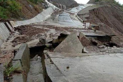 Banjir Rendam Sejumlah Desa di Buru Selatan, Jalan Penghubung 2 Kabupaten Amblas