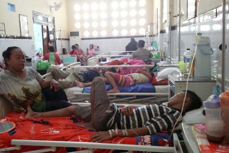 Suasana di salah satu ruang rawat inap di RSUD Jombang Jawa Timur. Pada Jumat (11/1/2019), beberapa anak dirawat di ruangan ini akibat virus demam berdarah dengue (DBD).