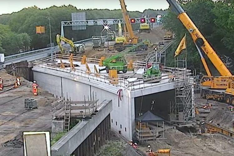 Pembangunan terowongan di bawah jalan utama A12, Belanda.