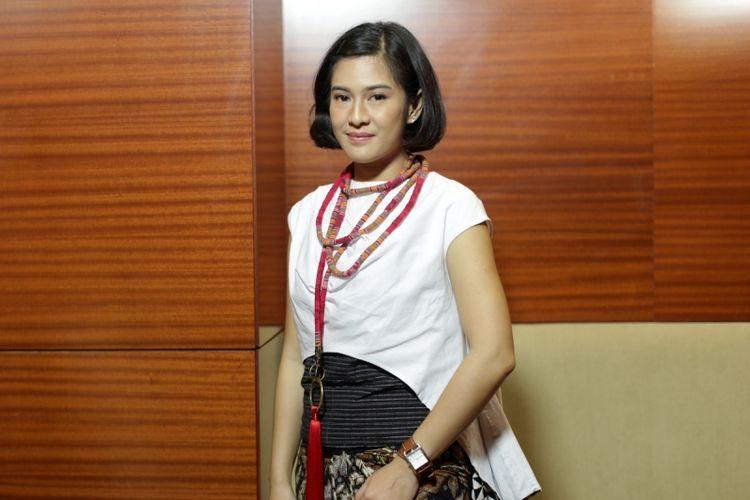 Pemeran tokoh Kartini, Dian Sastrowardoyo berpose seusai wawancara eksklusif Kompas.com seputar film Kartini di Jakarta, Jumat (7/4/2017). Film garapan sutradara Hanung Bramantyo mengisahkan perjuangan RA Kartini akan tayang di bioskop mulai 19 April 2017.