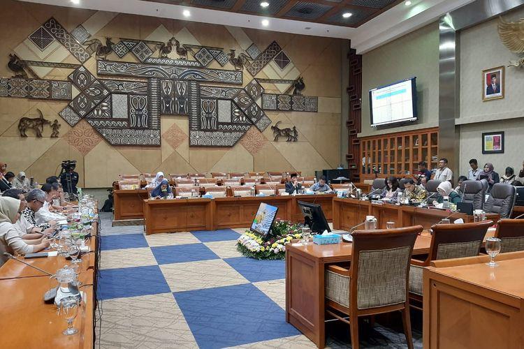 Rapat Komisi IX DPR dengan Menkes Terawan di Kompleks Parlemen, Senayan, Jakarta, Senin (3/2/2020).