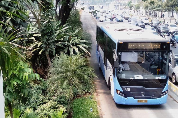 Transjakarta merupakan salah satu transportasi publik yang cukup banyak digunakan oleh warga Jakarta.