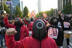 """Ribuan Pekerja Korea Selatan Unjuk Rasa Pakai Kostum Squid Game, """"Perjuangannya Mirip"""""""