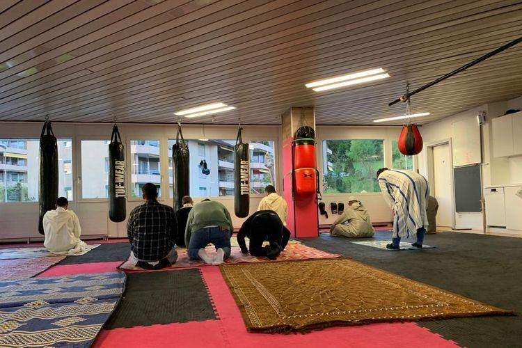 Suasana Shalat Idul Fitri di Sebuah Masjid di Lucern, Swiss Tengah