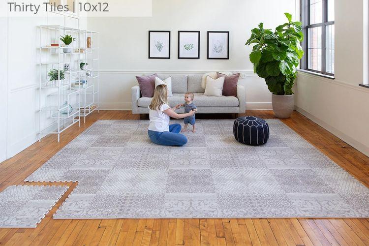 Play mat kerap jadi pilihan ibu muda untuk dekorasi kamar anak yang nyaman dan cantik