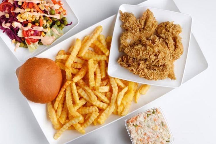 Terlalu sering mengonsumsi makanan cepat saji dan makanan yang digoreng dapat berkontribusi terhadap penurunan daya tahan tubuh.