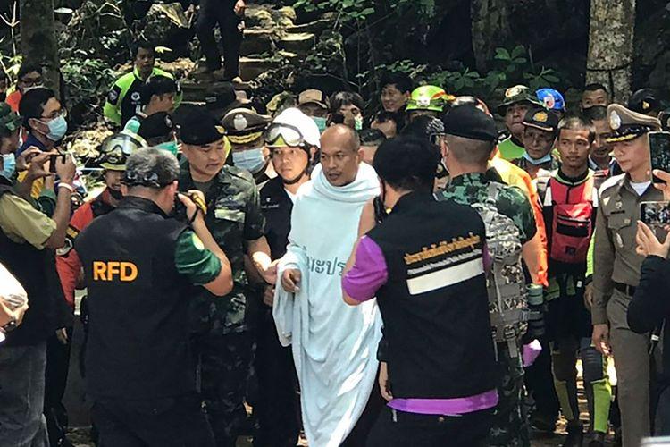 Biksu Buddha Ini Diselamatkan setelah 4 Hari Terperangkap di Goa