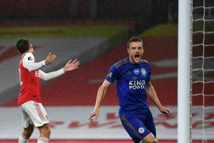 Penyerang Leicester City, Jamie Vardy, saat merayakan golnya ke gawang Arsenal dalam lanjutan pekan ke-34 Liga Inggris, Rabu (8/7/2020) dini hari WIB.