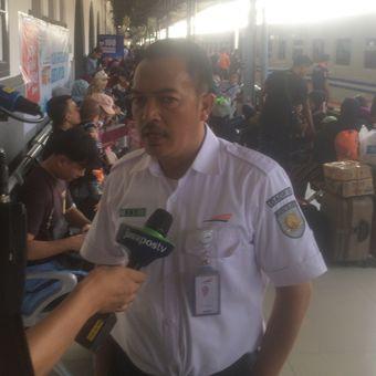 Senior Manager Humas PT Kereta Api Indonesia (KAI) Daop 1 Jakarta, Edy Kuswoyo saat ditemui di Stasiun Pasar Senen, Jakarta, Senin (18/6/2018).