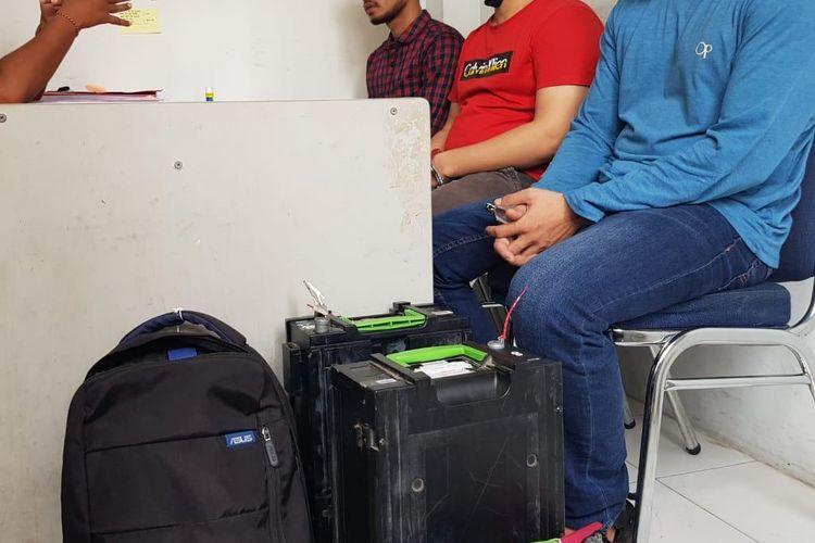 Sebanyak tiga dari empat pelaku pembobol mesin Anjungan Tunai Mandiri (ATM) Bank BNI di Gampong  Mancang Kecamatan Samudera Kabupaten Aceh Utara diserahkan ke Kejaksaan Negeri Aceh Utara, Kamis (10/9/2020).