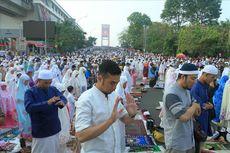 Suasana Jembatan Ampera Dipadati Warga yang Laksanakan Shalat Idul Adha