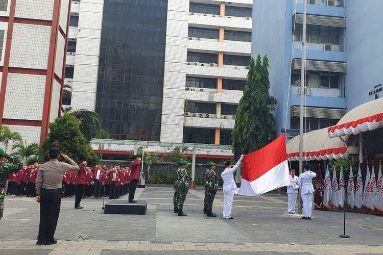 Untar TNI dan Polri mengadakan upacara peringatan HUT RI ke-74 diikuti jajaran pimpinan Untar, dosen, mahasiswa dan karyawan serta personil TNI dan Polri, Sabtu (17/8) di halaman kampus I Untar.