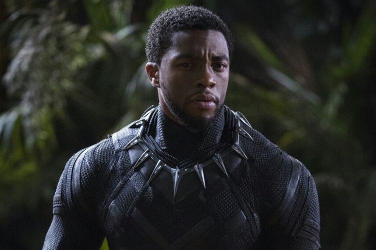 Sosok superhero Black Panther, diperankan aktor Chadwick Boseman, dalam film Black Panther yang dirilis Marvel Studios pada Februari 2018.