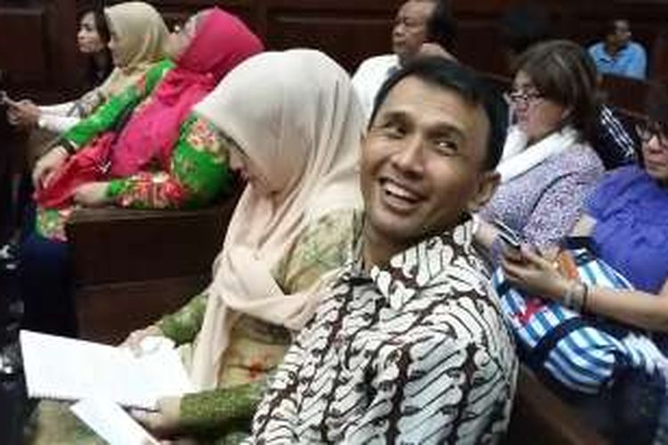 Terdakwa dalam perkara dugaan suap, Gubernur nonaktif Sumatera Utara Gatot Pujo Nugroho dan istrinya, Evy Susanti di Pengadilan Tindak Pidana Korupsi Jakarta Pusat, Rabu (24/2/2016).