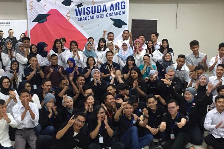 Wisuda peserta Akademi Ritel Gramedia (ARG) Batch 4, pelepasan magang Batch 5, dan pembukaan kelas baru Batch 6 di Gramedia Learning Center, Jakarta, Senin (1/7/2019).