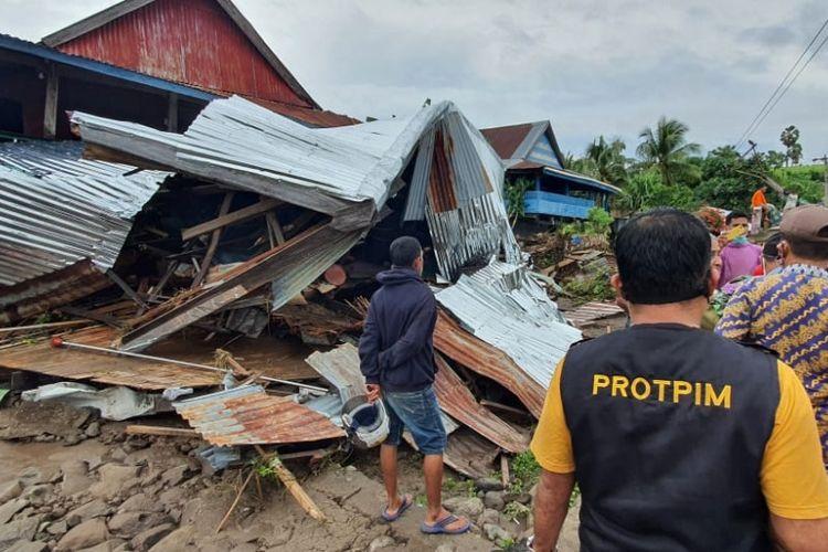 Suasana rumah terdampak banjir di Kecamatan Tarowang, Kabupaten Jeneponto, Sulawesi Selatan.