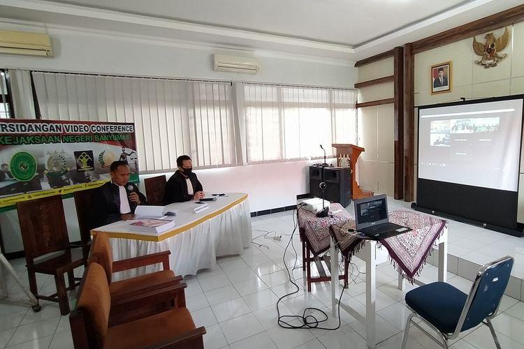 Sidang kasus pembunuhan dengan agenda pembacaan tuntutan yang digelar malalui video conference di Kejaksaan Negeri Banyumas, Jawa Tengah, Rabu (15/4/2020).
