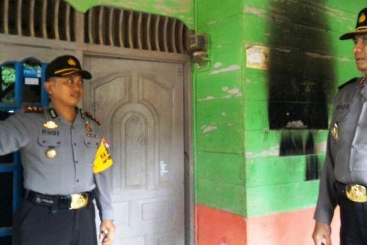 Kapolda Aceh Irjen Pol Rio S Djambak meninjau lokasi penembakan di Desa Penaron Baru, Kecamatan PEunaron, Aceh Timur, Senin (6/3/2017)