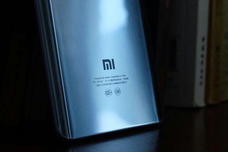 Logo Xiaomi terpampang gagah di bagian belakang Mi Note 2