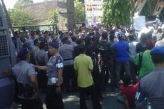 Kantor KPU Kediri Kembali Digeruduk Massa Pendemo