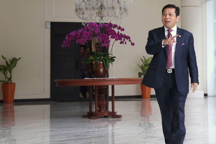 Ketua DPR  Setya Novanto seusai bertemu dengan Wakil Presiden Jusuf Kalla di kantor Wakil Presiden, Jakarta, Senin (16/11/2015). Dalam pertemuan itu dibahas beberapa hal, termasuk klarifikasi bahwa dirinya tidak pernah menggunakan nama Presiden Joko Widodo dan Wakil Presiden Jusuf Kalla dalam negosiasi PT Freeport.