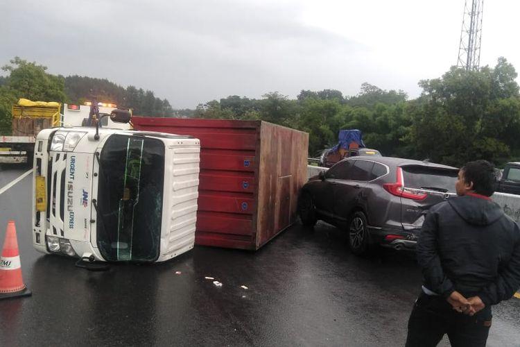 Kecelakaan yang melibatkan tujuh kendaraan terjadi di Jalan Tol Semarang-Solo