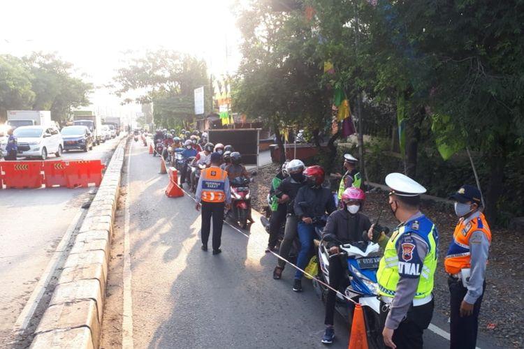 Penyekatan di Mangkang, Kota Semarang, Kamis (8/7/2021)
