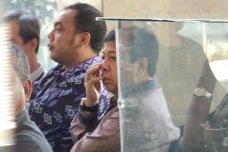 KPK kembali memeriksa anggota Komisi III Dewan Perwakilan Rakyat, Setya Novanto, Senin (19/7/2013). Bendahara umum Partai Golkar itu akan diperiksa sebagai saksi bagi tersangka kasus itu, Rusli Zainal, terkait penyidikan kasus dugaan suap pembahasan revisi Peraturan Daerah Nomor 6 tahun 2010 tentang pembangunan venue lapangan tembak Pekan Olahraga Nasional XVII.