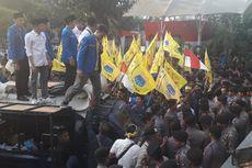 Massa Beratribut PMII Demo, Dukung Revisi UU KPK