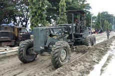 TNI Turunkan Alat Berat Bersihkan Material Banjir Bandang Sentani