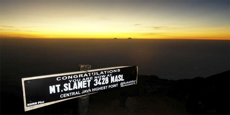 Puncak Gunung Slamet, Jawa Tengah.