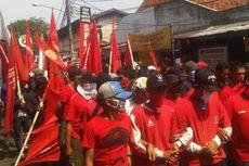Ratusan Pekerja PT KAI dan KCJ Disambut Polisi di Stasiun Juanda