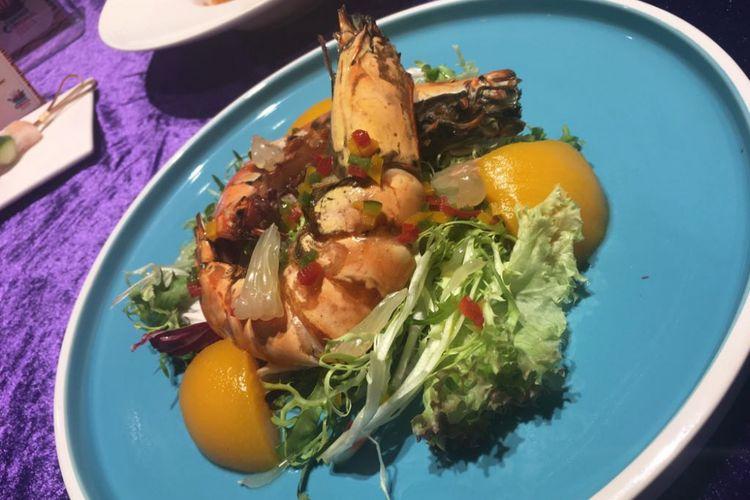 Sajian salad dengan udang menjadi salah satu menu yang disediakan Ocean Park Hongkong selama perayaan musim panas.