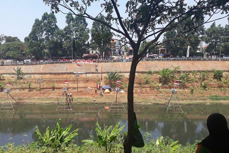 Meriahkan HUT RI, Lomba Panjat Pinang Hingga Penampilan Band Ibukota ada di Kanal Banjir Timur (KBT) Festival, Jakarta Timur Sampai Malam Hari, Minggu (18/8/2019).