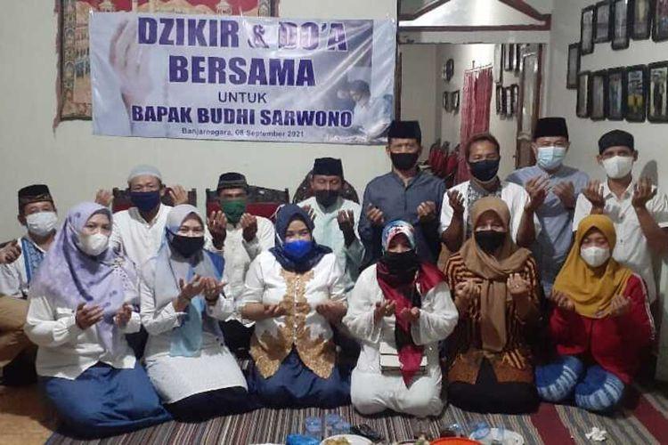 Sejumlah elemen masyarakat menggelar doa bersama untuk Bupati Banjarnegara Budhi Sarwono, Rabu (8/9/2021).