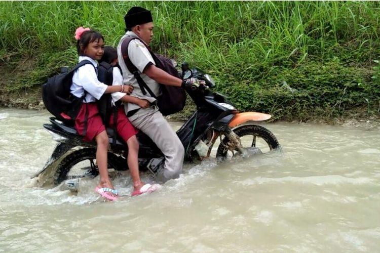Perjuangan Andik Santoso menjadi guru di SDN Juipurapah 2 Jombang.