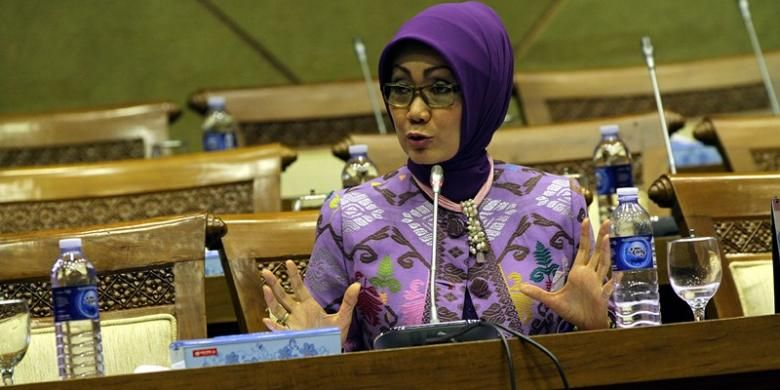 Anggota Komisi IX DPR RI, Okky Asokawati, saat menghadiri rapat dengar pendapat dengan Komisi IX DPR RI dengan Menakertrans, di Gedung Parlemen, Senayan, Jakarta, Selasa (20/11/2012).