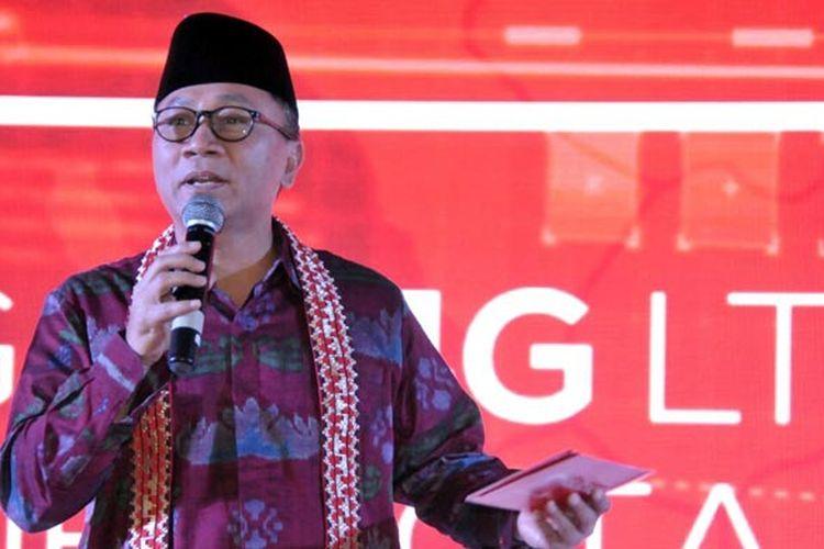 Ketua MPR RI Zulkifli Hasan saat menghadiri acara peresmian jaringan 4G LTE Telkomsel untuk wilayah Sumatera di SMA Kebangsaan, Kalianda, Lampung Selatan, Jumat (17/3/2017).