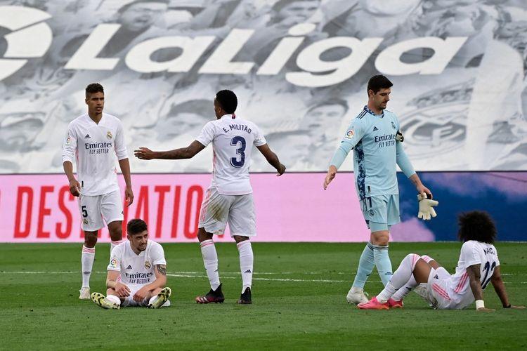 Para pemain Real Madrid usai pertandingan pekan terakhir Liga Spanyol 2020-2021 melawan Villarreal di Stadion Alfredo Di Stefano, Sabtu (22/5/2021).