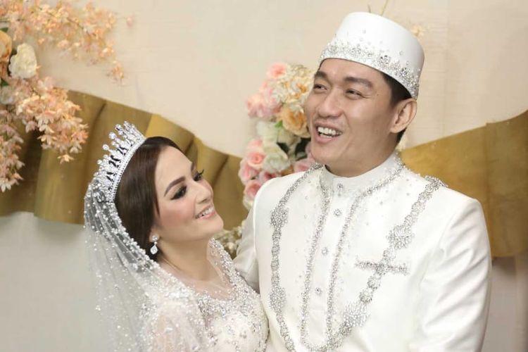Ifan Seventeen dan Citra Monica akhirnya resmi menyandang status sebagai suami dan istri.