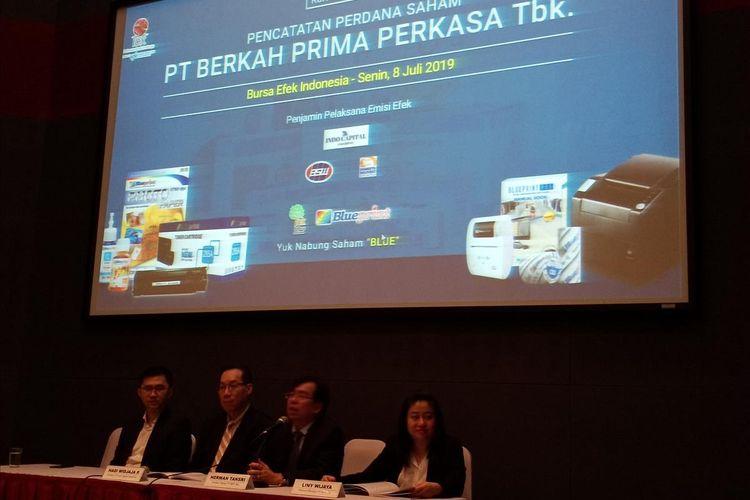 PT Berkah Prima Perkasa Tbk, pemegang merk produk printing Blueprint resmi jadi perusahaan tercatat di BEI, Jakarta, Senin (8/7/2019).