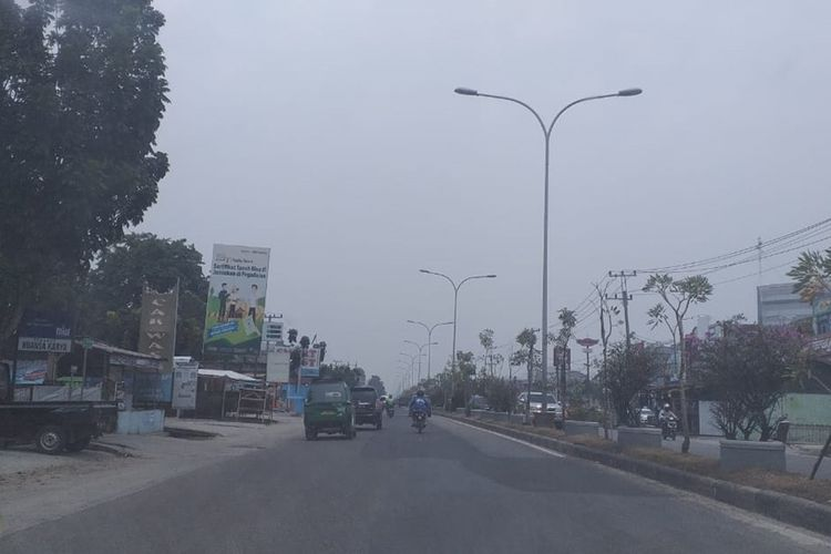 Kabut asap akibat karhutla sudah cukup berkurang dan cuaca mulai cerah di wilayah Kota Pekanbaru, Riau, Selasa (24/9/2019) siang.