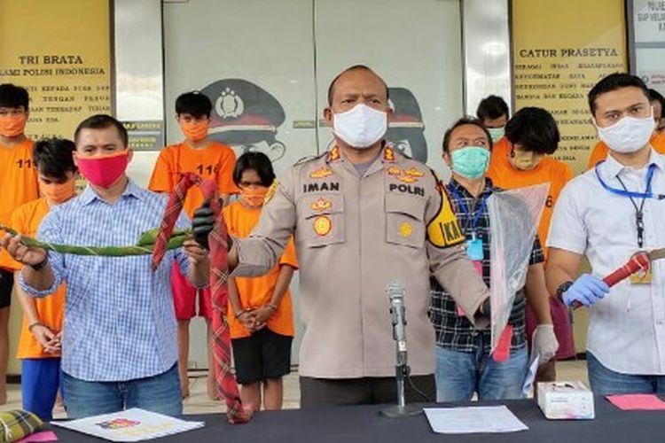 Kepolisian Tangerang Selatan menangkap 18 remaja yang terlibat tawuran di Kecamatan Serpong Utara, Ciputat, dan Cisauk sepanjang penerpan pembatasan sosial berskala besar (PSBB) di kawasan Tangerang Selatan, dalam dua pekan terakhir.