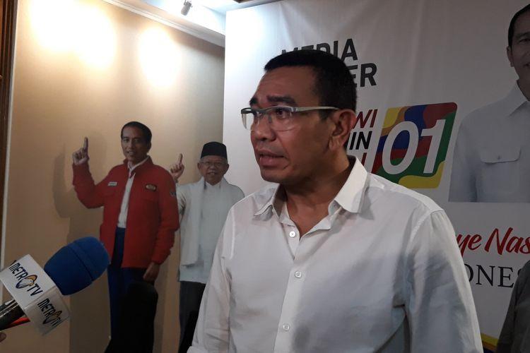 Juru Bicara TKN Joko Widodo-Maruf Amin, Arya Sinulingga di Posko Pemenangan Jokowi-Maruf, di Menteng, Jakarta, Selasa (27/11/2018).