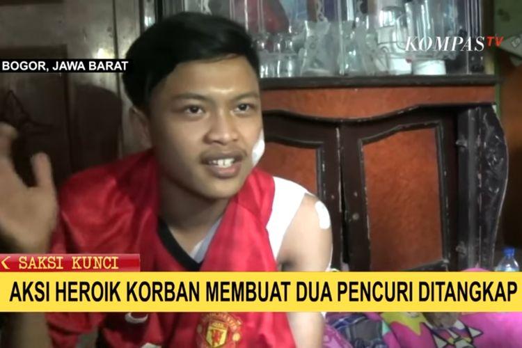 Arif Ramadan, pemuda di Bogor mengalami luka bacok usai berduel dengan pencuri di rumahnya.