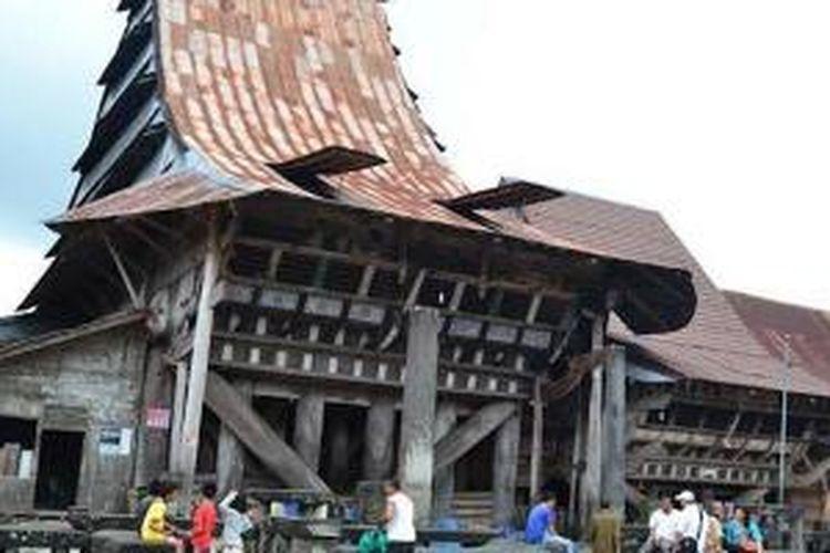 Rumah adat Nias di Desa Ambarita di Pulau Samosir, Sumatera Utara.