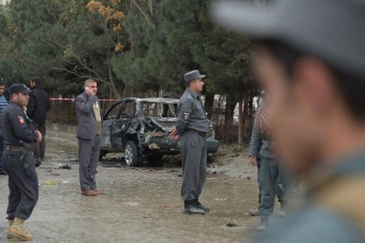 Mobil yang dipakai sebagai bim bunuh diri di Kabul, Afganistan (16/11/2017). Serangan itu menewaskan 14 orang dan melukai 18 orang